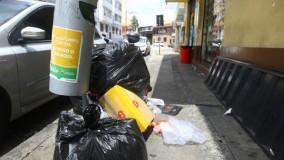 Garis terceirizados de BH fazem paralisação e lixo não é coletado