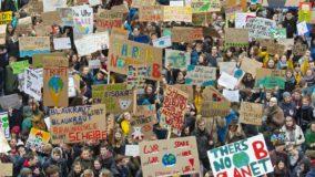 Mais de 1,5 milhão de estudantes de 125 países protestam contra as mudanças climáticas