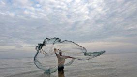 ONG alerta que 10% do lixo plástico nos oceanos vêm de pesca fantasma