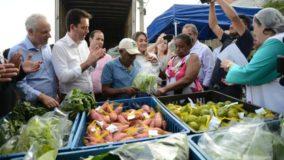 Comunidade em Santo André troca recicláveis por alimentos