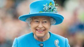 Rainha da Inglaterra abole o uso de peles de animais em suas roupas novas
