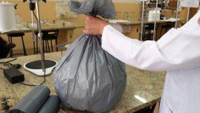 Desenvolvido saco de lixo que elimina coronavírus