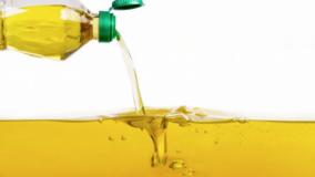 Aplicativo viabiliza troca de óleo usado e garrafas plásticas por dinheiro