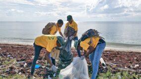 Jamaica quer banir lixo plástico enquanto gera renda para moradores