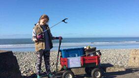 Menina de 10 anos lidera campanha contra lixo plástico