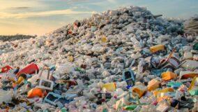 55% do lixo plástico do mundo é produzido por 20 empresas