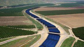 Painéis solares flutuantes evitam perda de água por evaporação